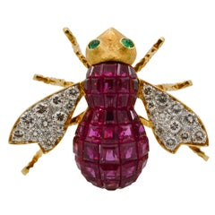 Ruby Diamond and Emerald 18 Karat Yellow Gold French Bee Pin