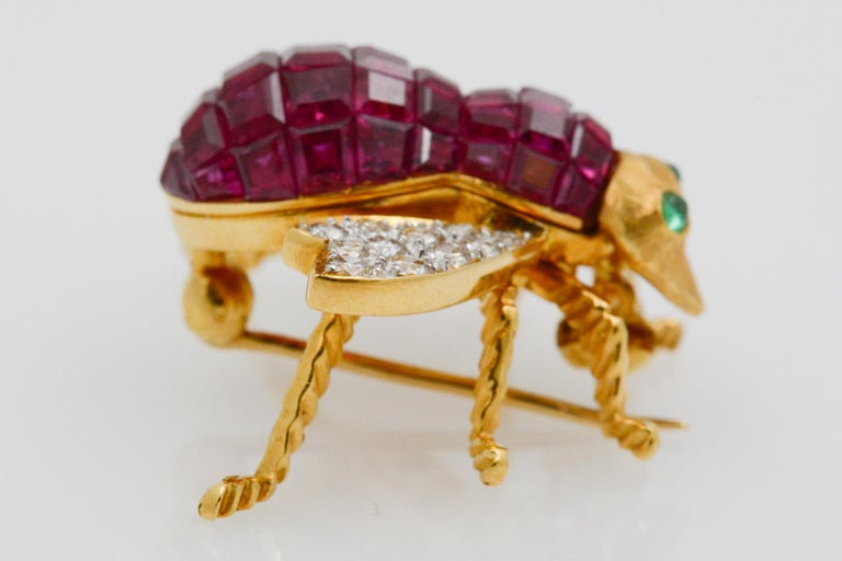 Women's Ruby Diamond and Emerald 18 Karat Yellow Gold French Bee Pin For Sale