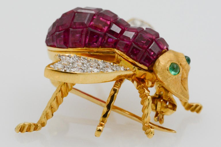 Ruby Diamond and Emerald 18 Karat Yellow Gold French Bee Pin For Sale 1