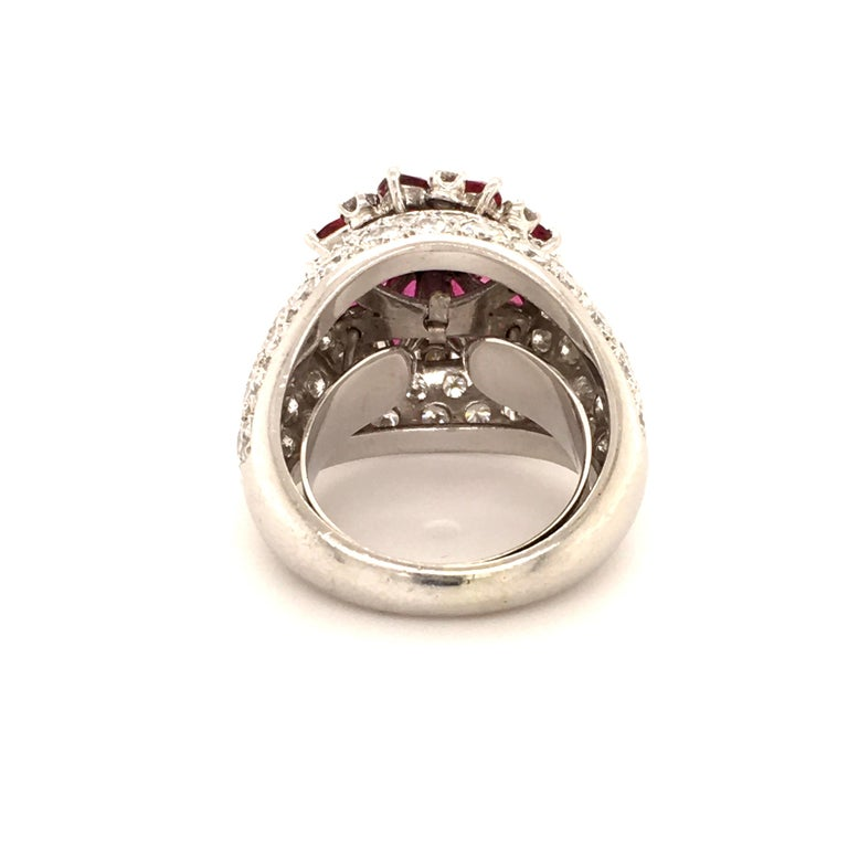 Ruby Diamond Flower Ring in Platinum 950 In Good Condition For Sale In Lucerne, CH