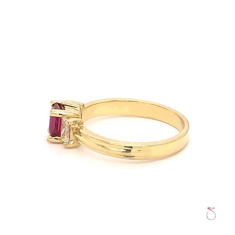 Ruby and Diamond Three-Stone Ring in 18 Karat Yellow Gold In Excellent Condition For Sale In Honolulu, HI
