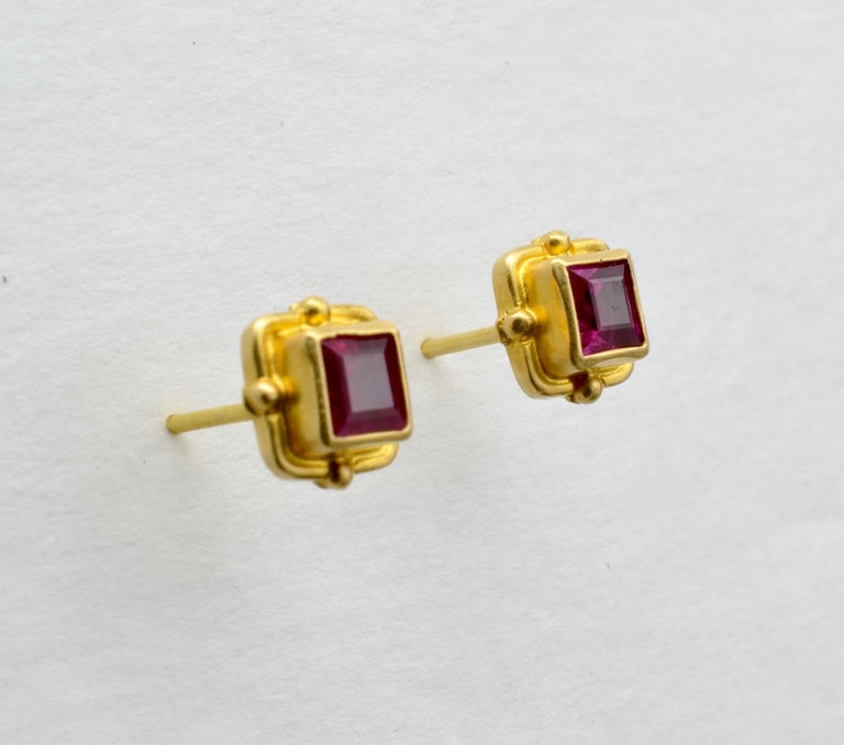 Women's or Men's Ruby Earrings 18 Karat Yellow Gold For Sale