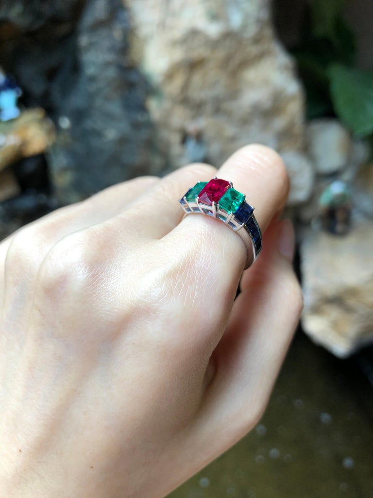 Ruby, Emerald and Blue Sapphire Ring Set in 18 Karat White Gold Settings In New Condition For Sale In Bangkok, TH