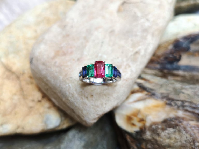 Ruby, Emerald and Blue Sapphire Ring Set in 18 Karat White Gold Settings For Sale 3