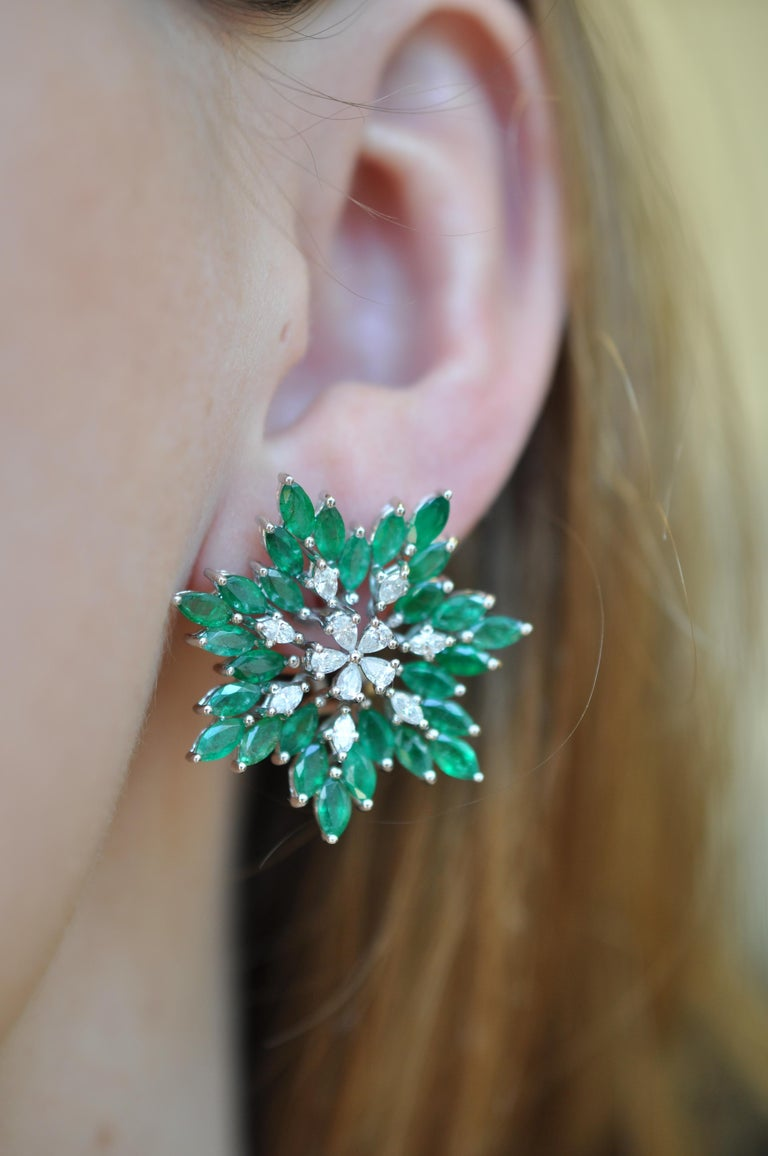 Ruchi New York Emerald and Diamond Flower Earrings  In New Condition For Sale In New York, NY
