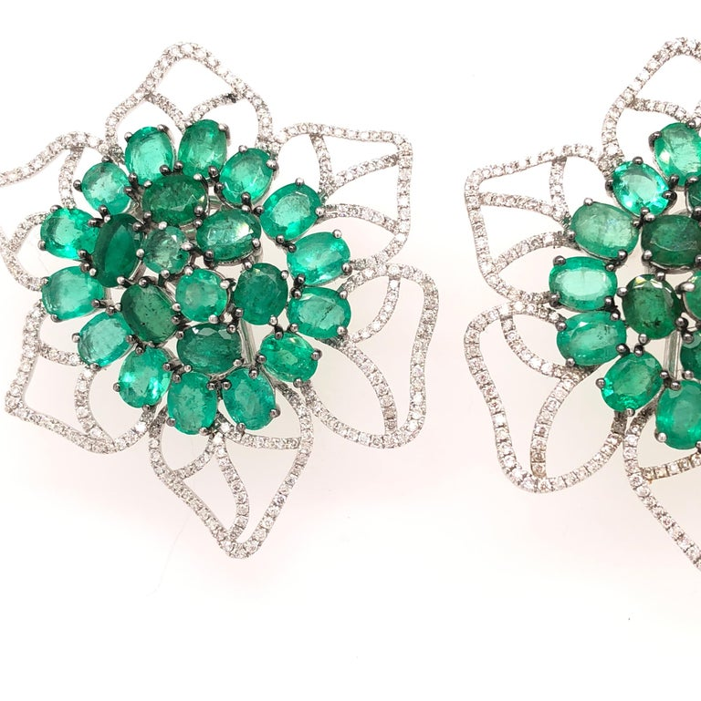 Contemporary Ruchi New York Emerald and Diamond Flower Stud Earrings For Sale