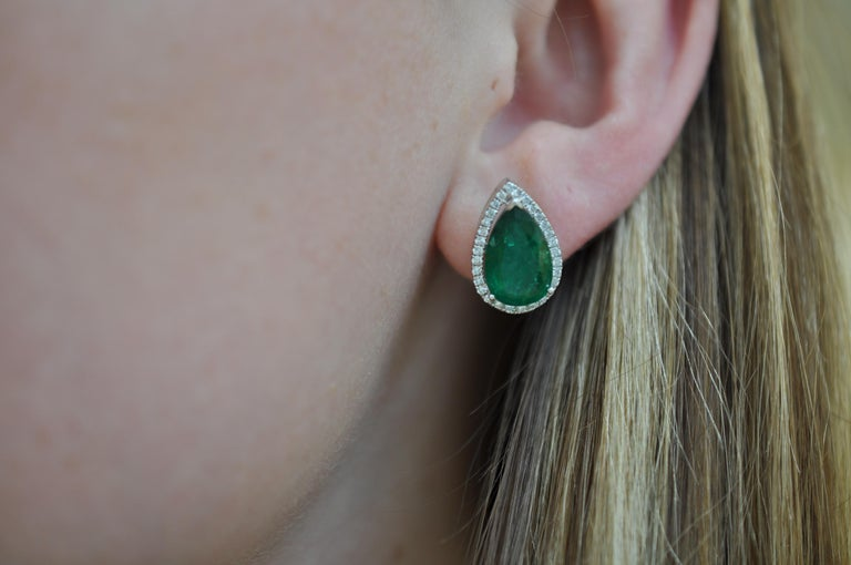 Ruchi New York Pear Emerald Stud Earrings In New Condition For Sale In New York, NY