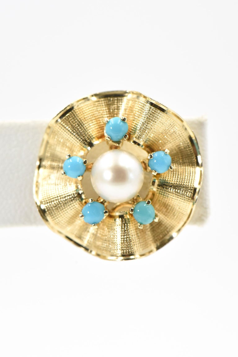 Ruffled Turquoise and Pearl Flower Gold Clip-On Earrings In Good Condition For Sale In Miami Beach, FL