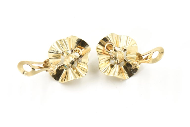 Ruffled Turquoise and Pearl Flower Gold Clip-On Earrings For Sale 1