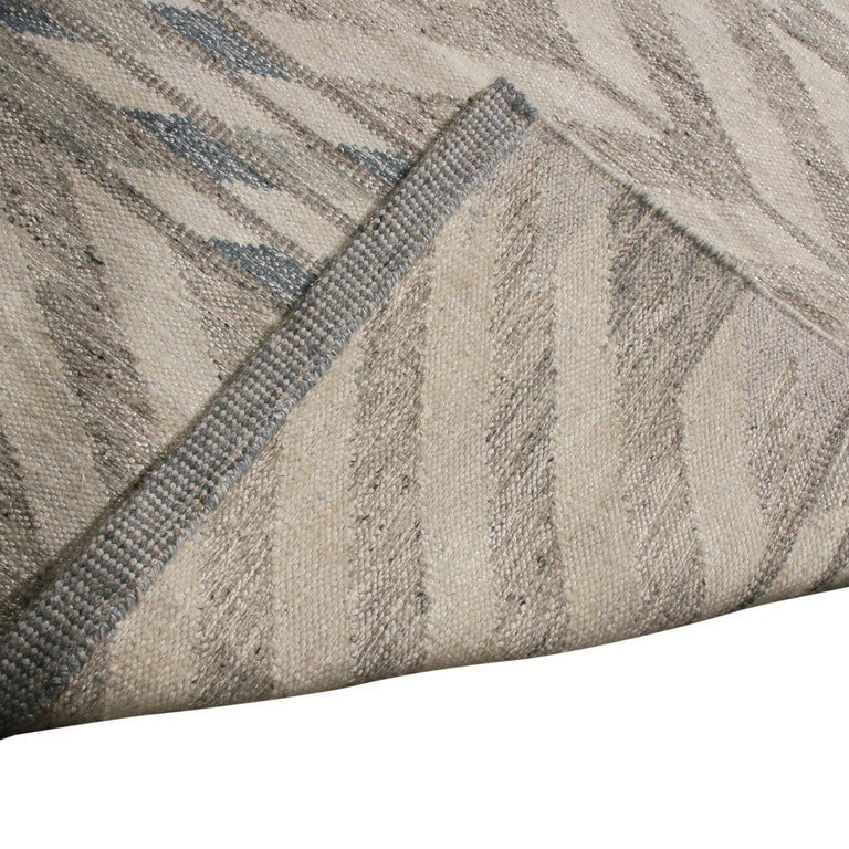 Hand-Knotted Rug & Kilim's Scandinavian Inspired Gray and Beige Wool Kilim Rug For Sale