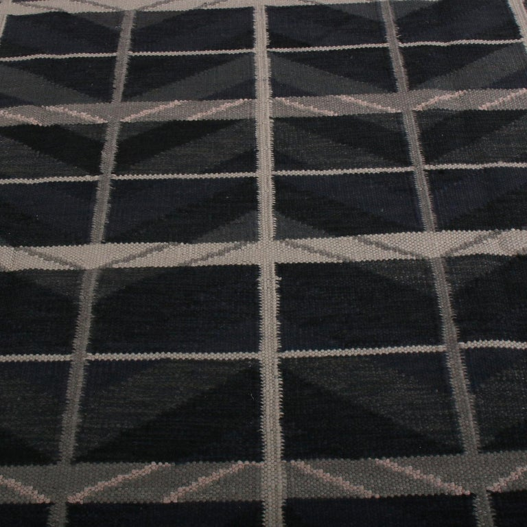 Handwoven in wool with a unique blend of natural undyed yarns, this modern Kilim rug hails from the latest flat-weave additions to Rug & Kilim's Scandinavian Kilim collection, a celebration of Swedish modernism with new large-scale geometry and