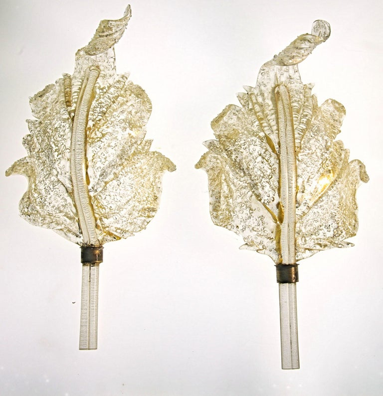 Luxury pair of sconces, Barovier e Toso with the rugiadoso signature finish. Beautiful vine leaves, completely handmade with spiralizer tip. Gold leaf applied to the body and to the central stem.  Rugiadoso stands for dew, it picks and spreads