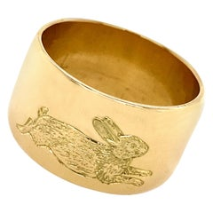 Running Rabbits Engraved Wide Cigar Band in 18 Karat Gold, Made in London, 1971