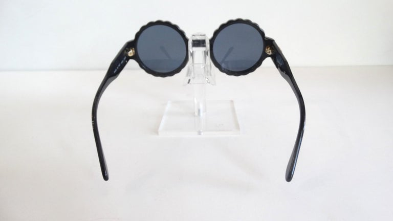 Women's or Men's Runway 1994 Chanel White & Black Scalloped Circle Sunglasses For Sale