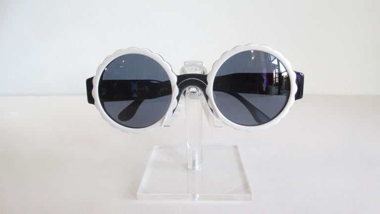 Runway 1994 Chanel White & Black Scalloped Circle Sunglasses For Sale 5