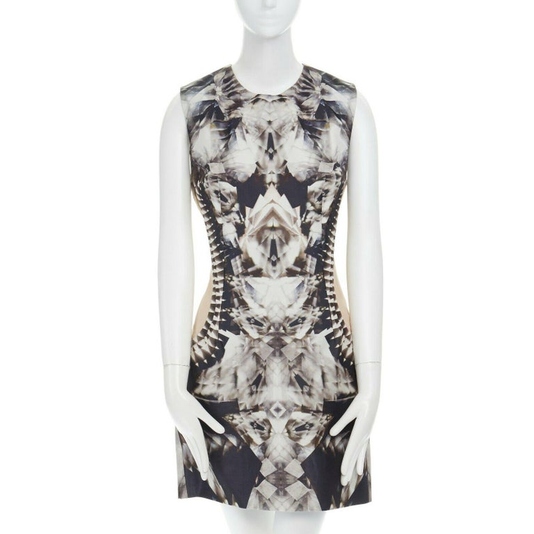runway ALEXANDER MCQUEEN SS09 silver kaleidoscope skeleton illusion mesh dress M In Excellent Condition For Sale In Hong Kong, NT