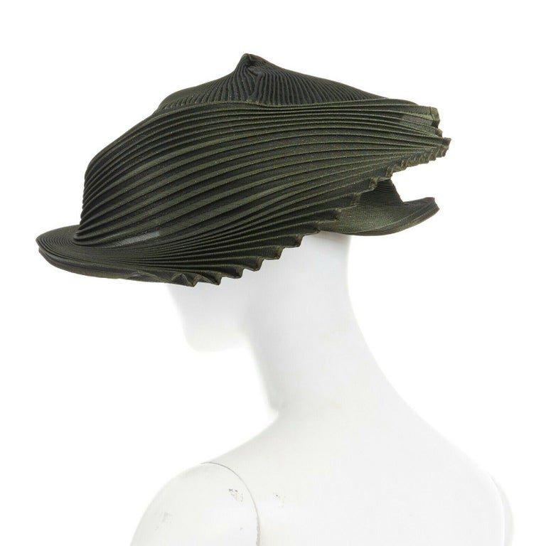 Women's runway ISSEY MIYAKE SS15 orbital green structure pleated fascinator hat rare For Sale