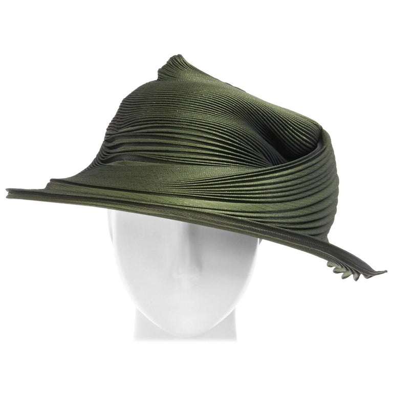 runway ISSEY MIYAKE SS15 orbital green structure pleated fascinator hat rare For Sale