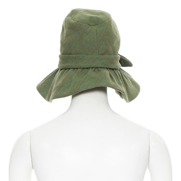 runway JUNYA WATANABE AW04 green wool tweed bow tie floppy fedora hat In Excellent Condition In Hong Kong, NT