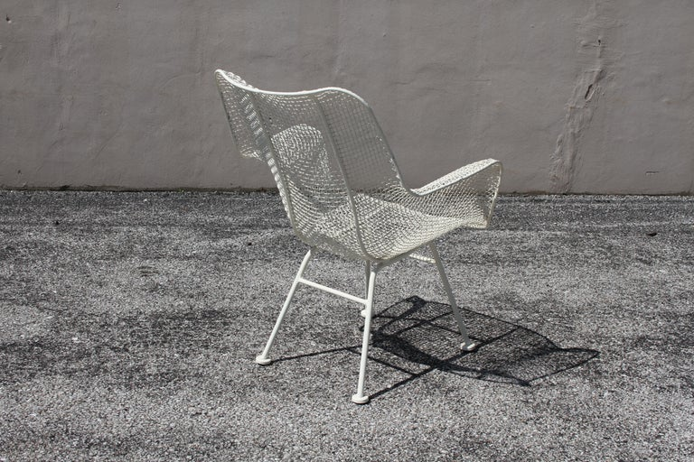 American Russell Woodard Mid-Century Modern White Mesh Sculptura High Back Lounge Chair  For Sale
