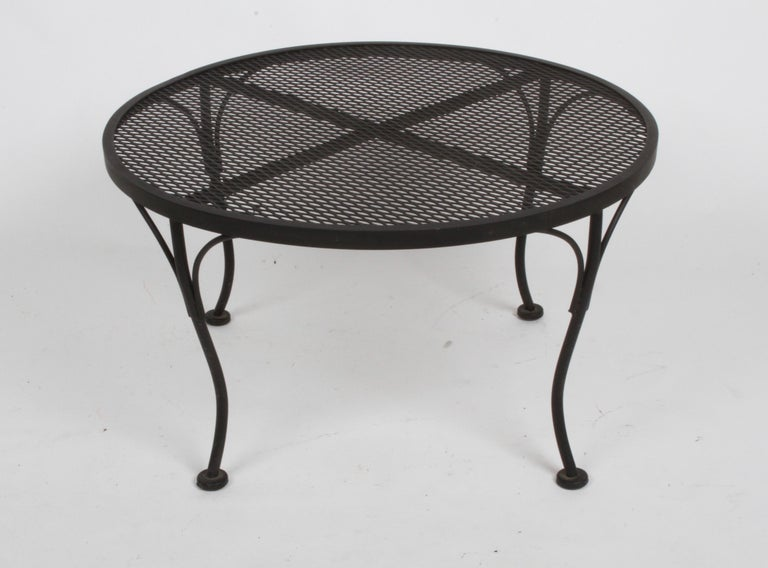 Mid-Century Modern Russell Woodard Round Black Wrought Iron & Mesh Patio Coffee of Side Table For Sale