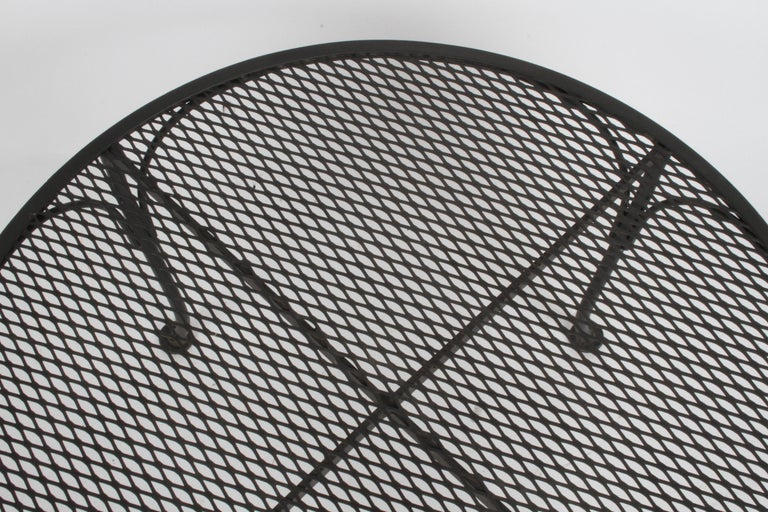 Mid-20th Century Russell Woodard Round Black Wrought Iron & Mesh Patio Coffee of Side Table For Sale