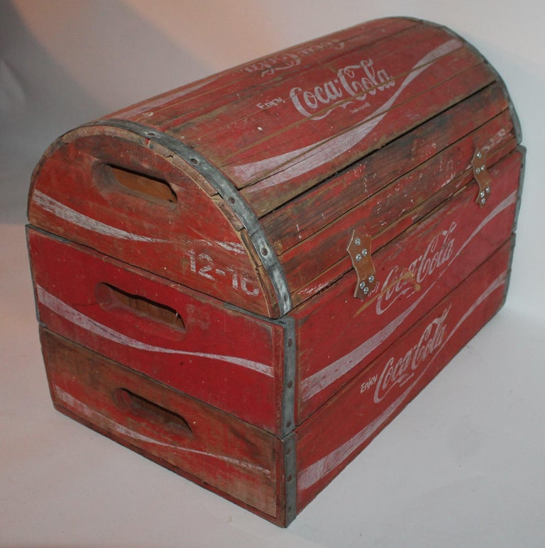 Rustic 20th Century Coca-Cola Trunk In Good Condition For Sale In Los Angeles, CA
