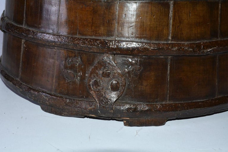 Rustic Antique Chinese Water Bucket Jar Shape Lamp In Good Condition For Sale In Great Barrington, MA