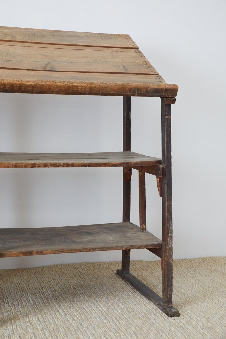 Rustic Barnwood Pine Three Shelf Display Étagère In Distressed Condition For Sale In Oakland, CA