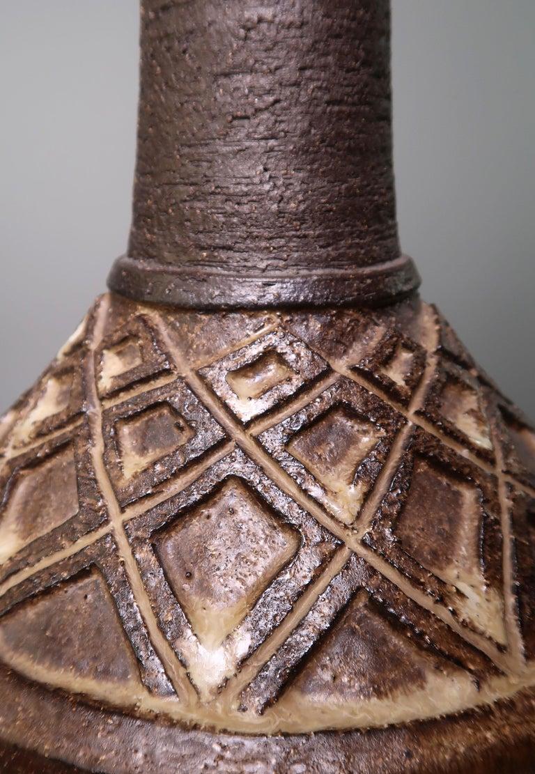 Big Rustic Walnut Brown Danish Modern Handmade Stoneware Lamp by Lovemose, 1960s In Good Condition For Sale In Frederiksberg, DK
