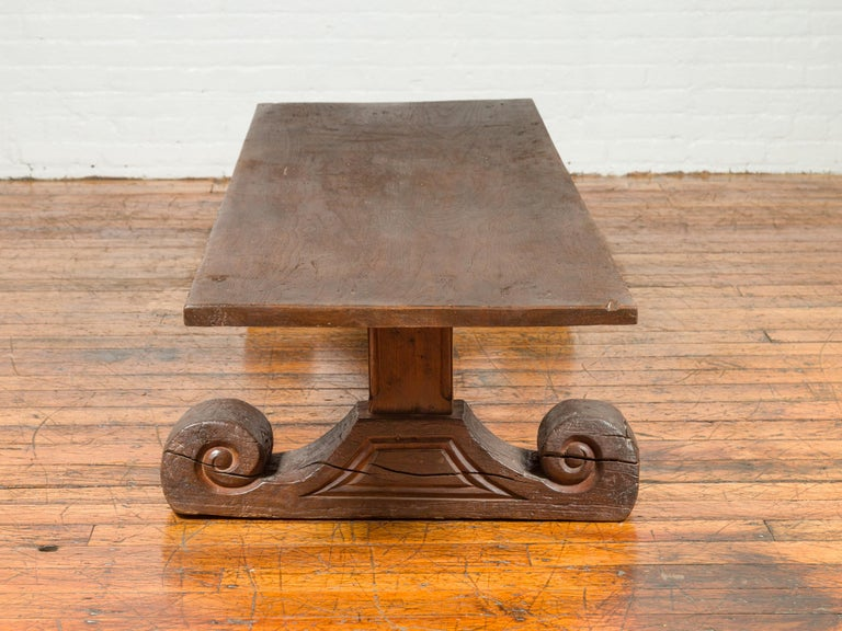 Rustic Chinese 19th Century Elm Coffee Table with Large Scrolling Feet For Sale 7