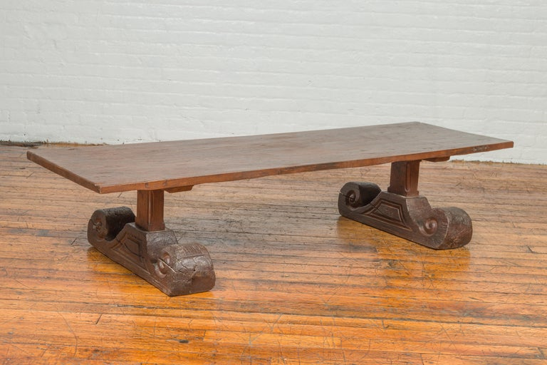 Rustic Chinese 19th Century Elm Coffee Table with Large Scrolling Feet For Sale 3