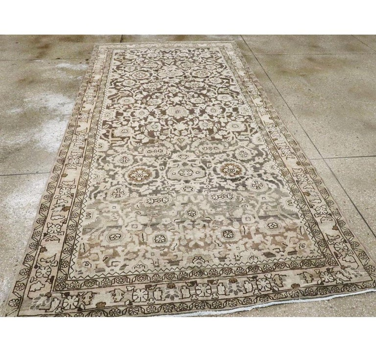 Rustic Mid-20th Century Handmade Persian Malayer Gallery Accent Rug In Good Condition For Sale In New York, NY