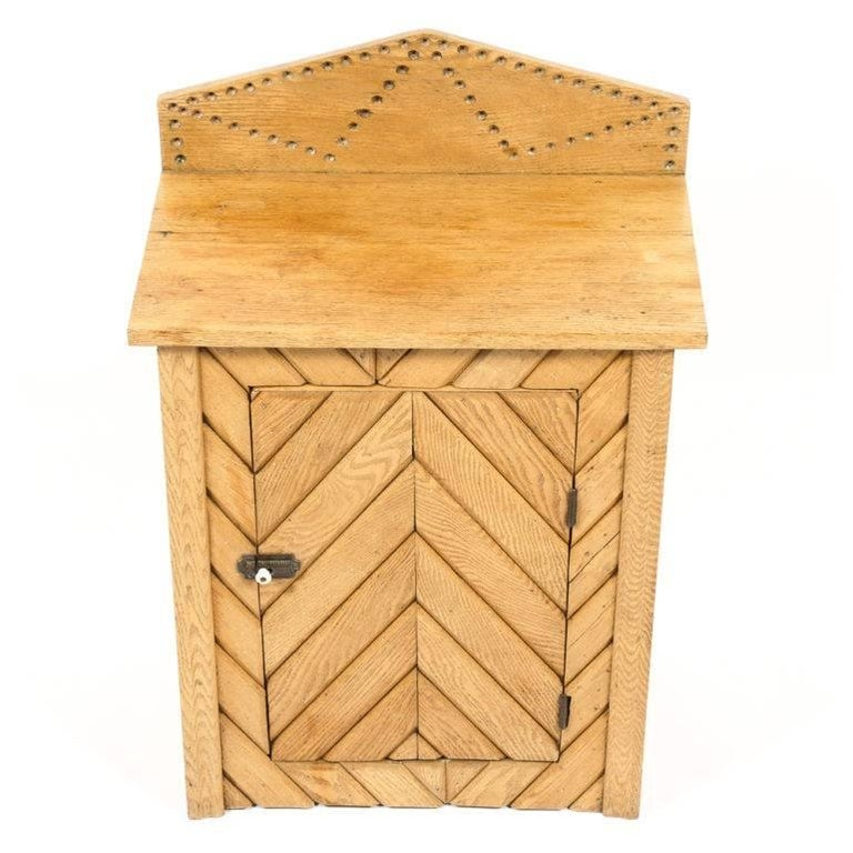 Rustic Oak Cabinet In Excellent Condition For Sale In Vancouver, British Columbia