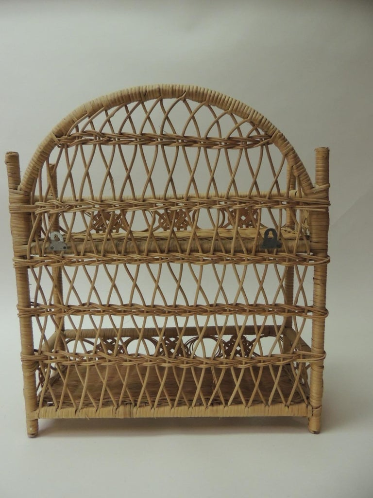 Rustic Vintage Woven Wicker Wall Shelf In Good Condition For Sale In Fort Lauderdale, FL