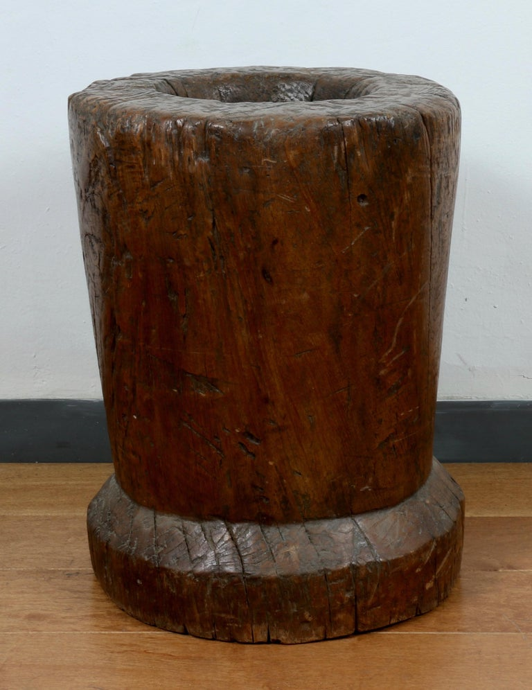 Rustic Wooden Large Mortar Bowl Urn In Good Condition For Sale In Los Angeles, CA