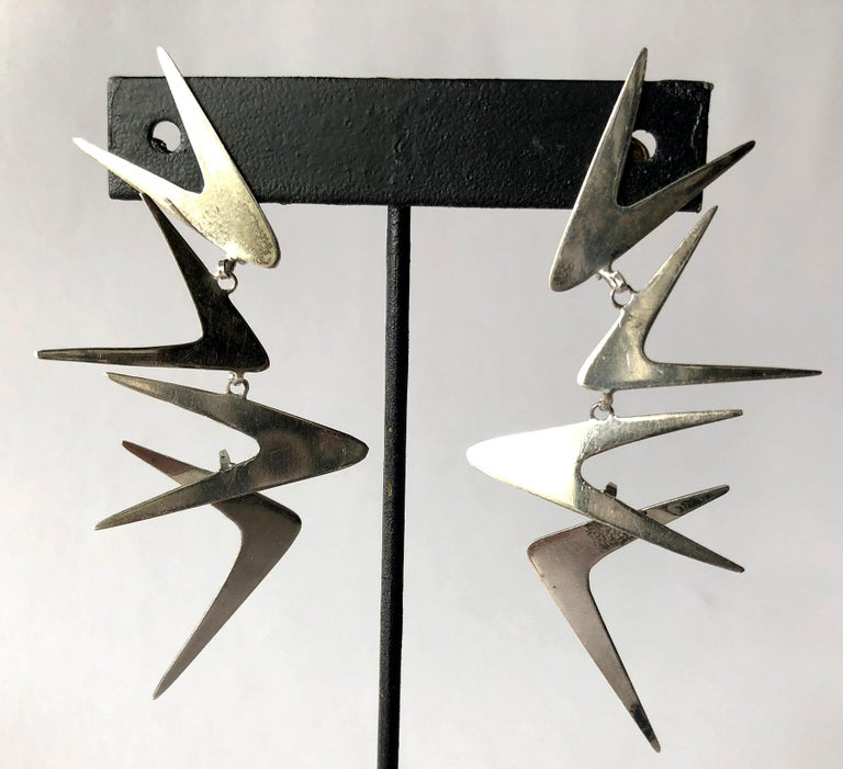 Ruth Berridge Sterling Silver Dangling Boomerang Modernist Mobile Earrings In Good Condition For Sale In Los Angeles, CA