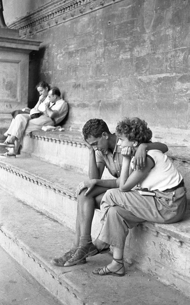 Ruth Orkin Portrait Photograph - Couple on Steps in Italy