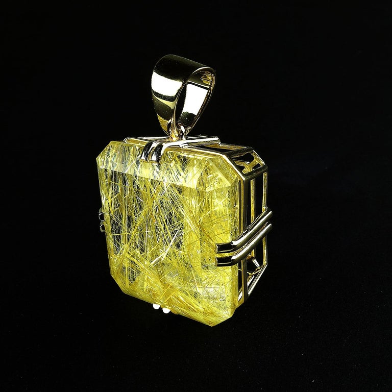 Rutilated Quartz in Yellow Gold Pendant In New Condition For Sale In Tuxedo Park , NY