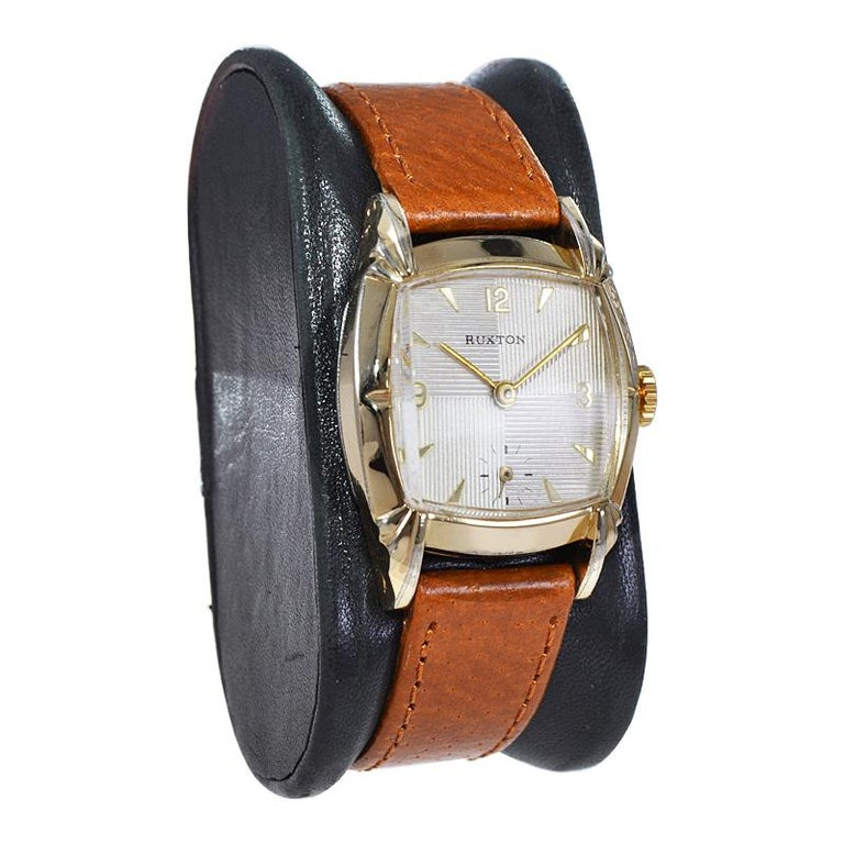 Women's or Men's Ruxton Gold Filled Art Deco Cushion Shaped Wristwatch from 1940's For Sale