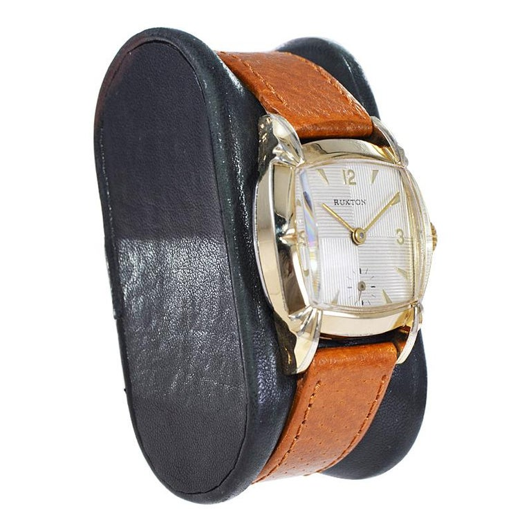 Ruxton Gold Filled Art Deco Cushion Shaped Wristwatch from 1940's For Sale 1