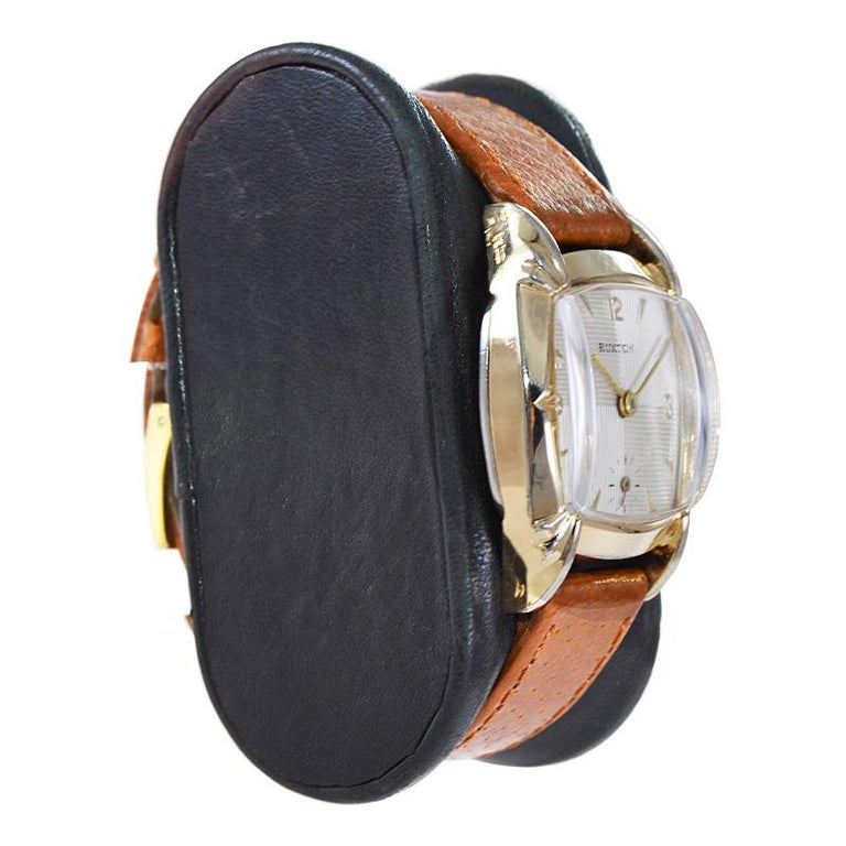 Ruxton Gold Filled Art Deco Cushion Shaped Wristwatch from 1940's For Sale 2