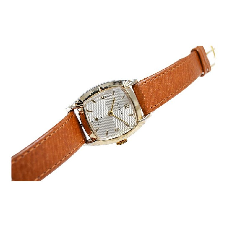 Ruxton Gold Filled Art Deco Cushion Shaped Wristwatch from 1940's For Sale 4