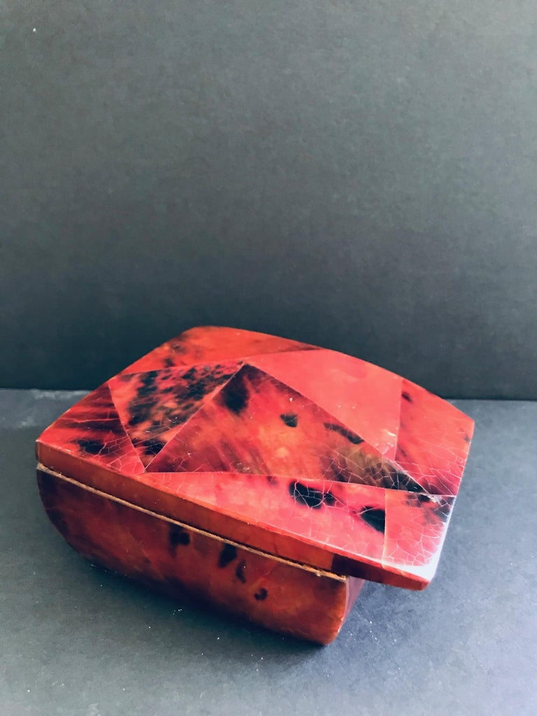 R&Y Augousti Mosaic Trinket Box in Exotic Red Pen-Shell In Excellent Condition For Sale In Miami, FL