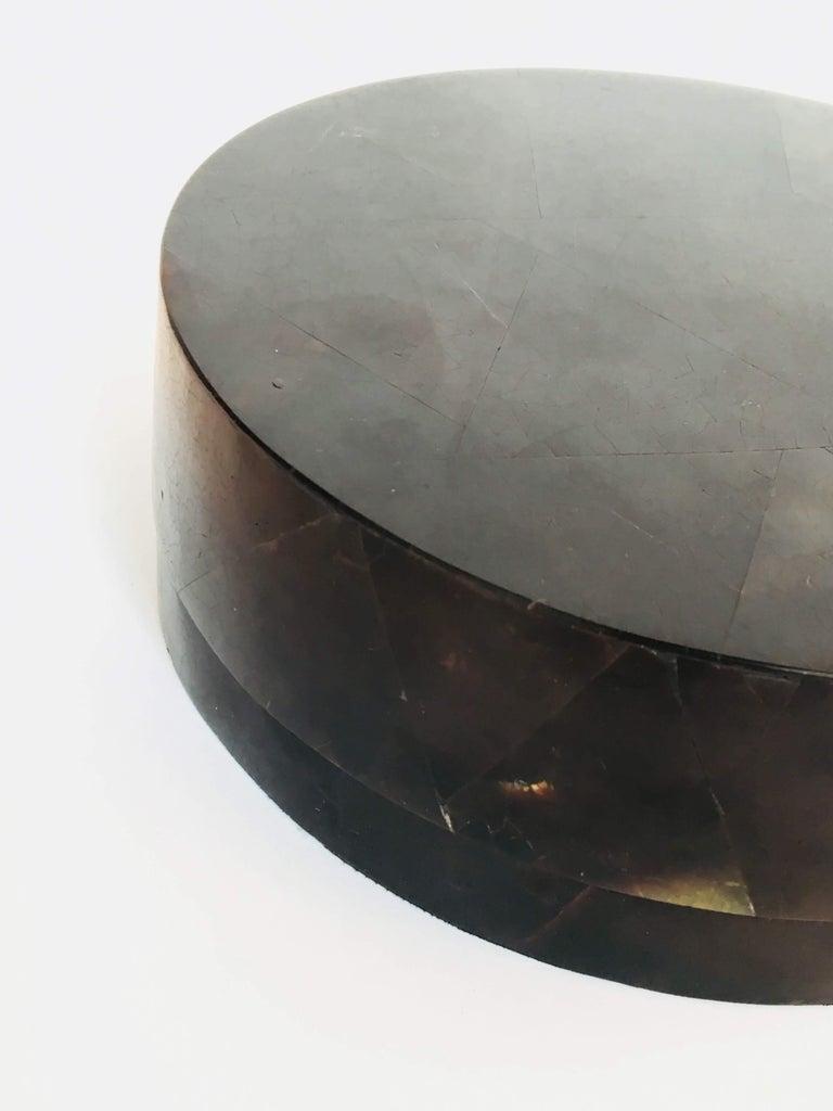 R&Y Augousti Round Pen Shell Box In Good Condition For Sale In Bridgehampton, NY