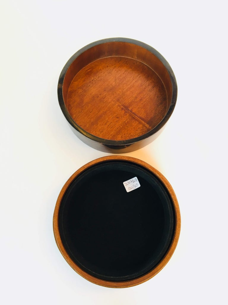 Other R&Y Augousti Round Pen Shell Box For Sale