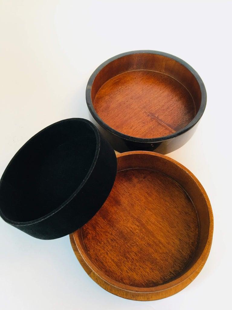R&Y Augousti Round Pen Shell Box For Sale 2