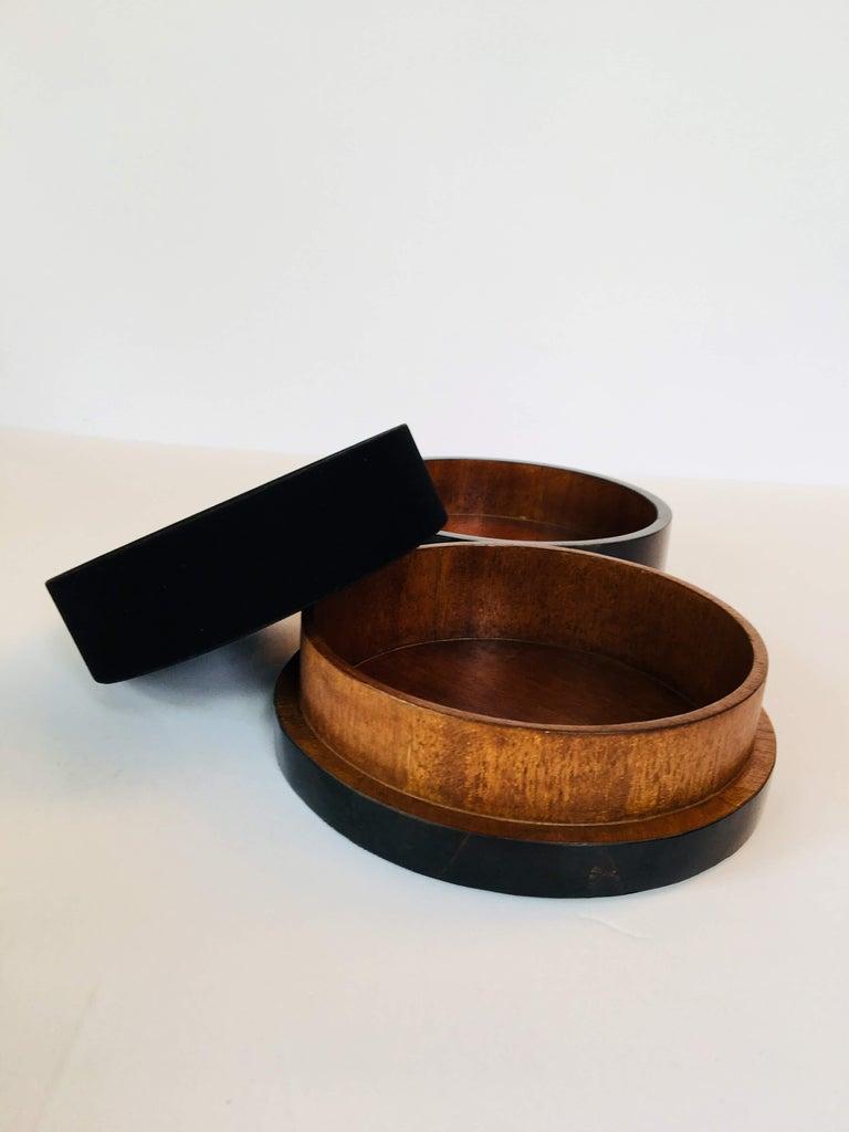 R&Y Augousti Round Pen Shell Box For Sale 3