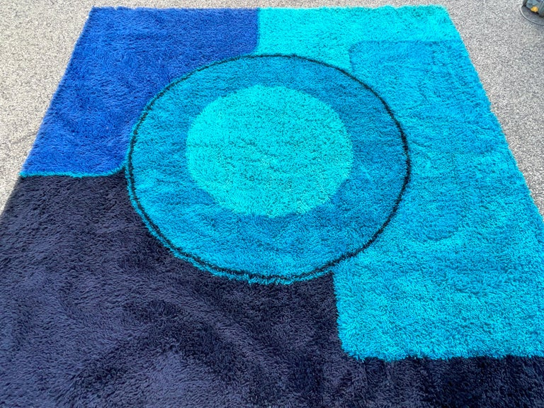 Rya Dania Taepper Abstract Bullseye in Blues Square In Good Condition For Sale In Hingham, MA