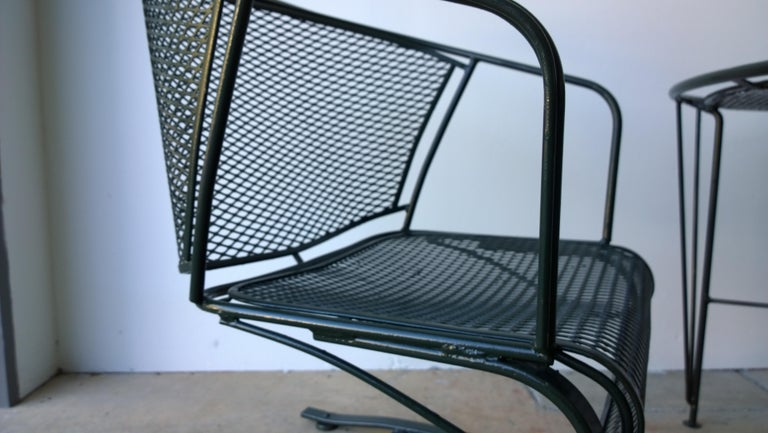 S/3 Mid Century Modern Russell Woodard Newly Painted Table & 2 Rocker Armchairs In Good Condition For Sale In Houston, TX